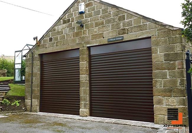 фото готовых коричневых роллет для гаража в Полтаве