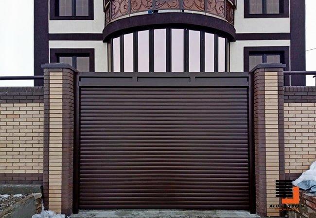 Харьков роллетные ворота коричневого цвета из пенозаполненного профиля фото