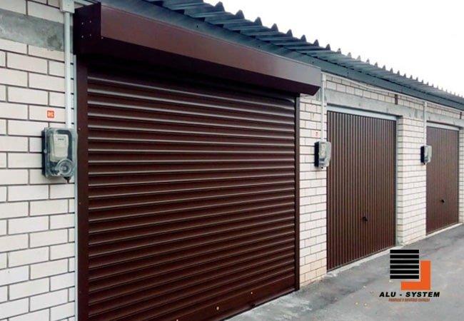 Гаражные роллетные ворота в городе Сумы коричневого цвета фото
