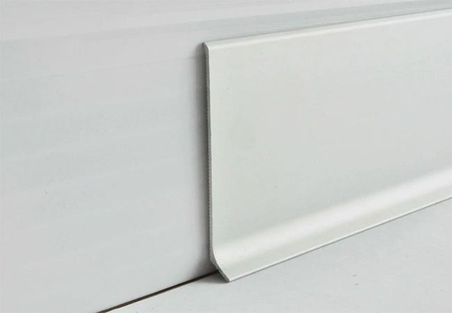 алюминиевый плинтус напольный от производителя Alu-System